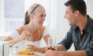 веселая беседа во время еды