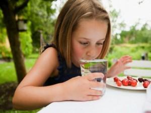 Фото на тему «Чому не можна пити після їжі?»