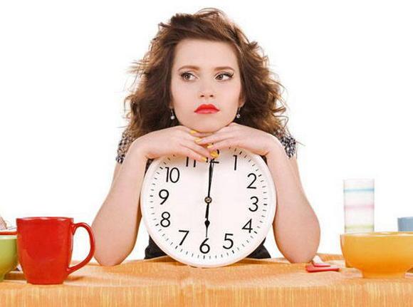 девушка и часы
