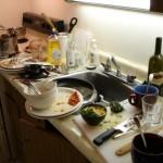 Почему нельзя оставлять грязную посуду на ночь?