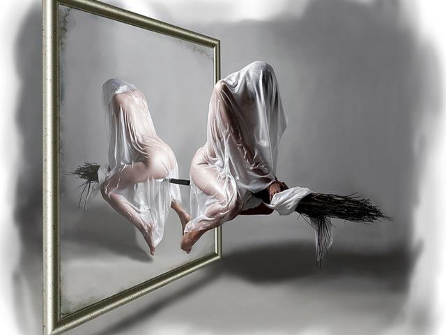 зеркало и дух девушки