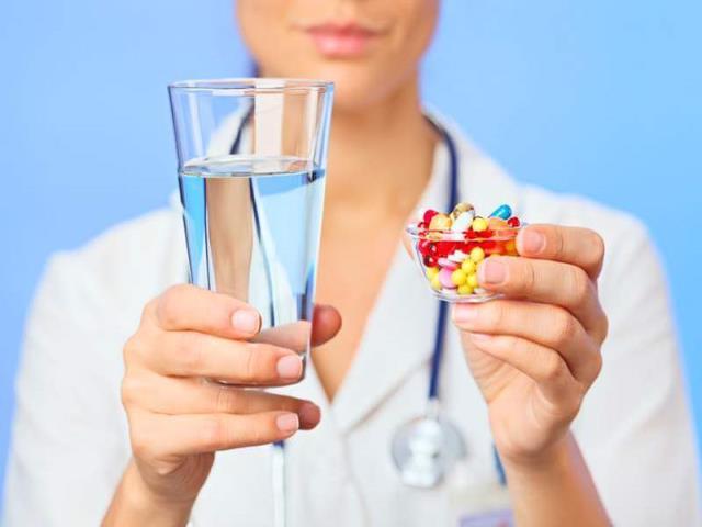 принимать лекарства