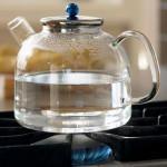 Почему нельзя нагревать жидкость в толстостенной посуде?