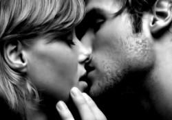целуются