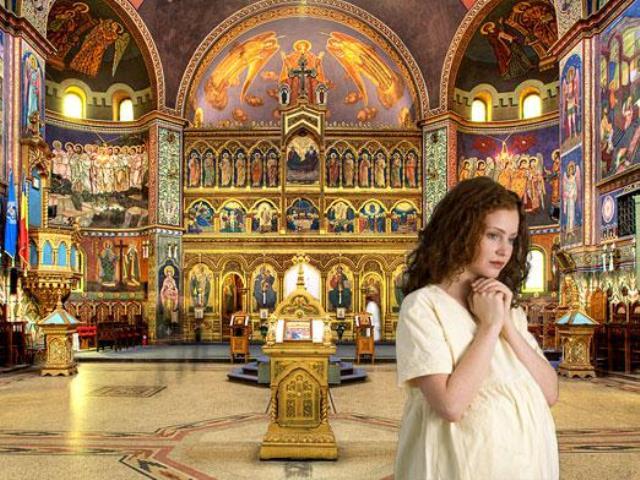 девушка в церкви 2