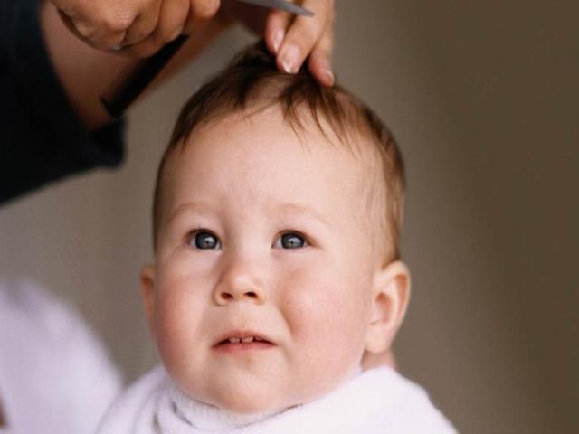 малыш в парикмахерской