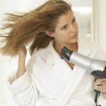 Почему нельзя сушить волосы феном?