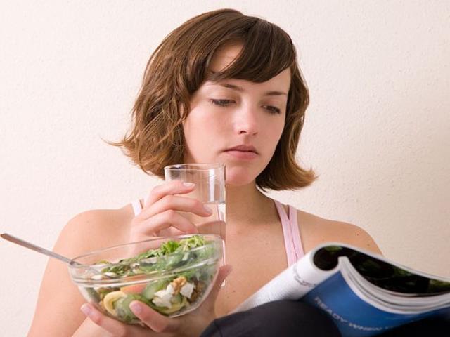 Почему хочется пить воду после еды