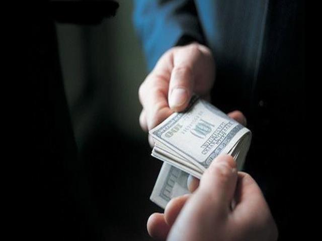 отдавать деньги вечером