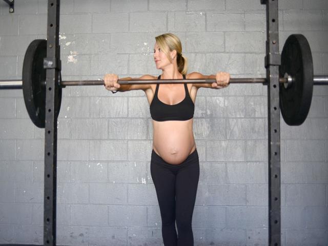 Фото на тему «Почему нельзя поднимать тяжести при беременности?»