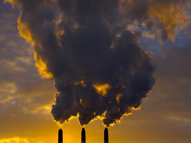 загрязнять воздух