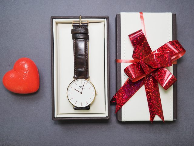 Фото на тему «Почему нельзя дарить часы мужу?»