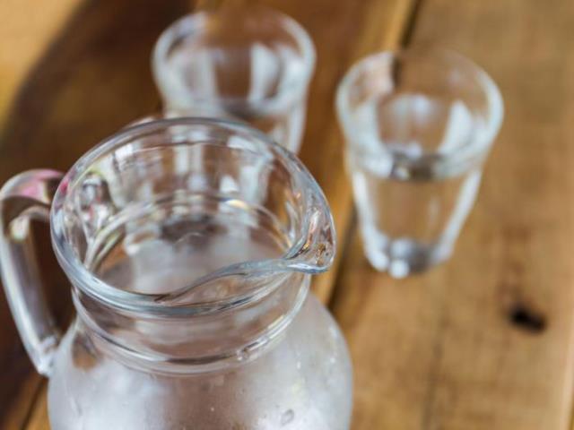 вода в емкости