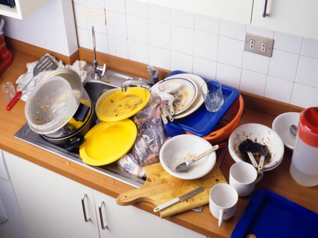 немытая посуда на столе