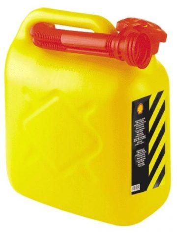 бензин в желтой канистре
