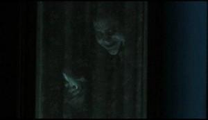 умерший стоит в окне