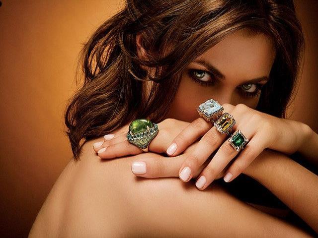 Фото на тему «Почему нельзя носить золото с серебром?»