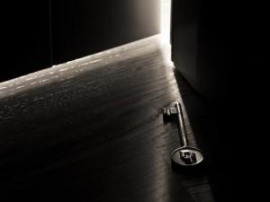 Фото на тему «Чому не можна ключі класти на стіл?»