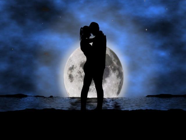 пара и луна
