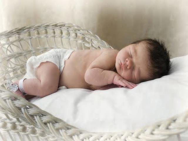 Фото на тему «Почему новорожденному нельзя спать на подушке?»