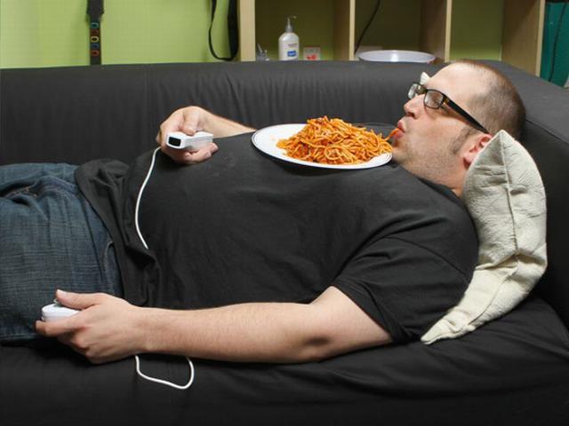 Фото на тему «Чому не можна лежати після їжі?»