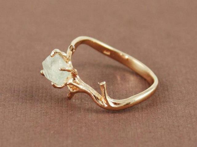 Фото на тему «Почему нельзя давать обручальное кольцо ведьме?»