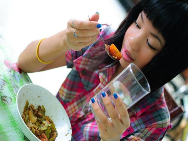 запивать во время еды