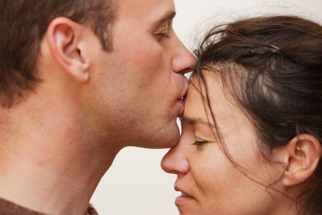 Почему нельзя целовать в лоб?