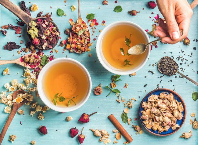 Почему нельзя запивать еду чаем?
