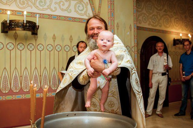 Почему нельзя крестить с месячными?