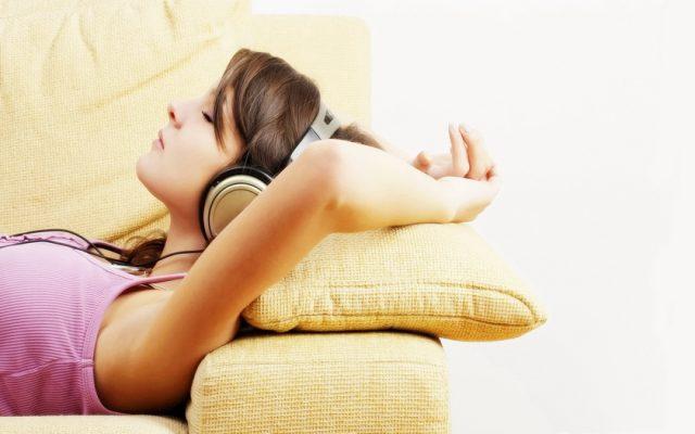 Фото на тему «Почему нельзя спать в наушниках?»