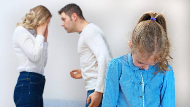 Почему нельзя ругаться при ребенке?