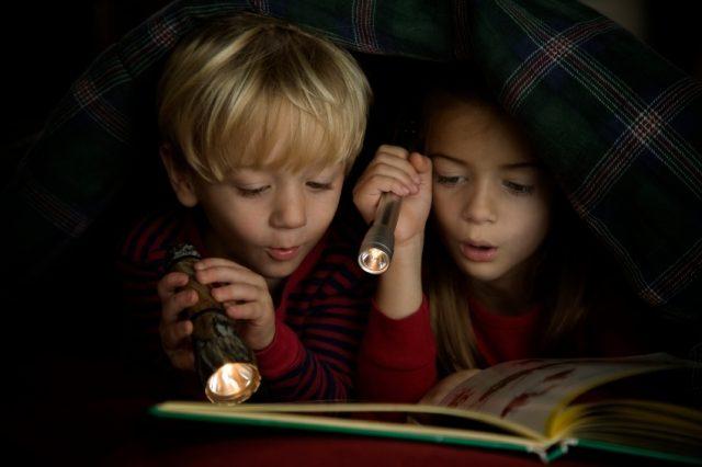 Фото на тему «Почему нельзя читать в темноте?»