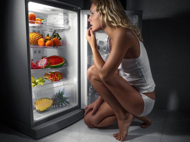 Фото на тему «Почему нельзя кушать вечером?»