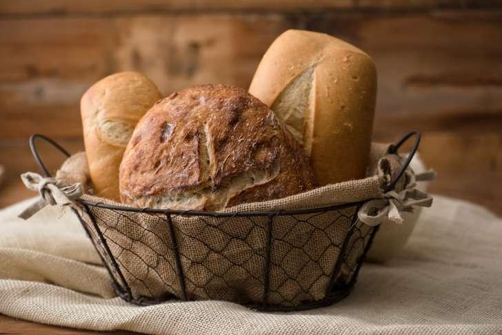 Фото на тему «Чому не можна класти хліб догори ногами?»