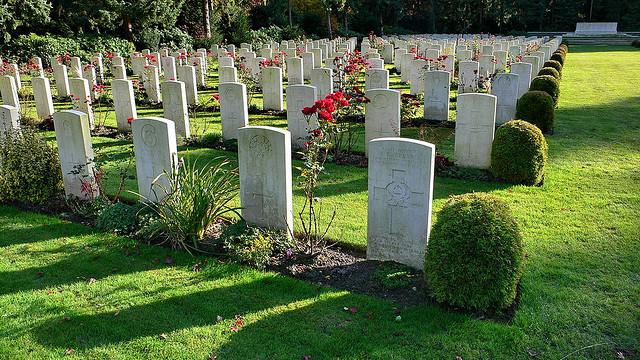 Фото на тему «Чому не можна часто ходити на цвинтар?»