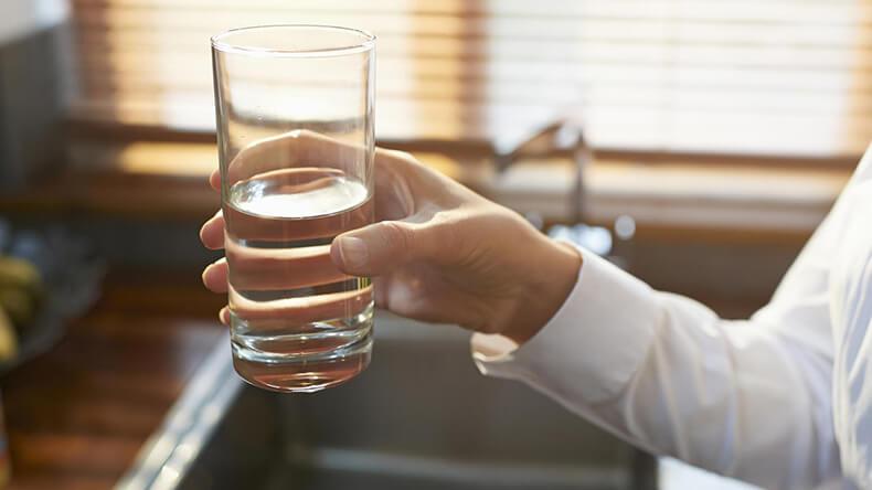 Фото на тему «Почему нельзя пить воду после еды?»