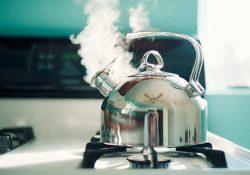 kettle for gas cooker 1 250x175 - Почему нельзя повторно кипятить воду в чайнике?