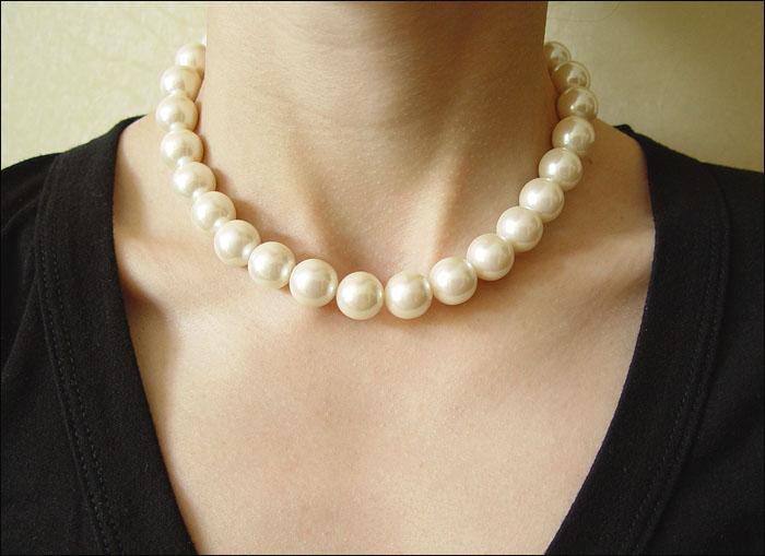Фото на тему «Чому не можна носити перли незаміжнім жінкам?»
