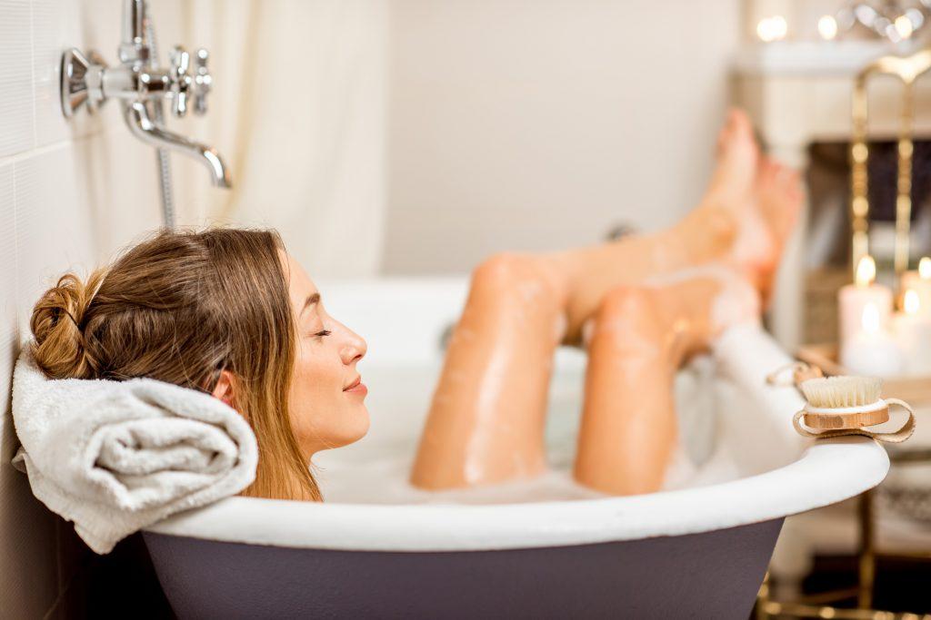 Фото на тему «Чому не можна сидіти у ванній при місячних?»