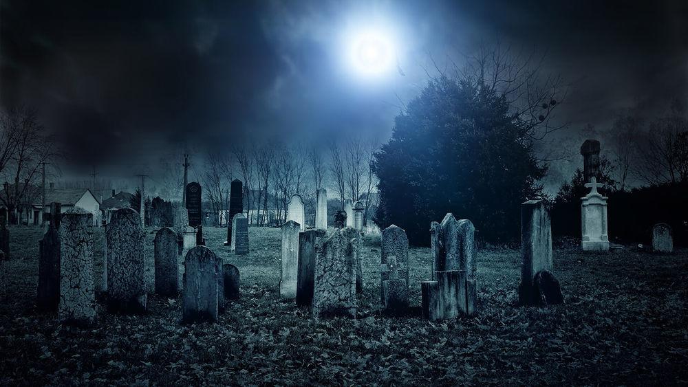 Фото на тему «Почему после покрова нельзя ходить на кладбище?»