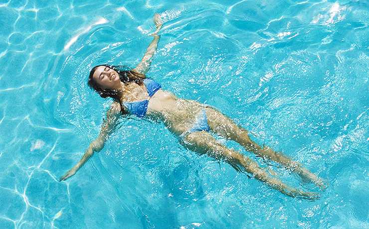 Фото на тему «Чому не можна плавати після їжі?»