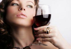 Фото на тему «Почему нельзя пить алкоголь после увеличения губ?»