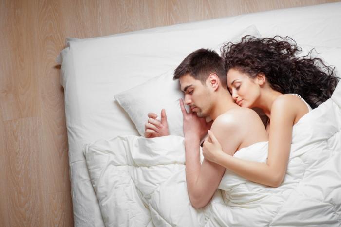 Фото на тему «Чому не можна спати в одязі?»