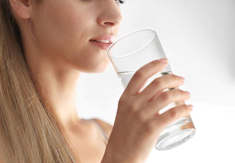Фото на тему «Чому не можна пити дистильовану воду?»
