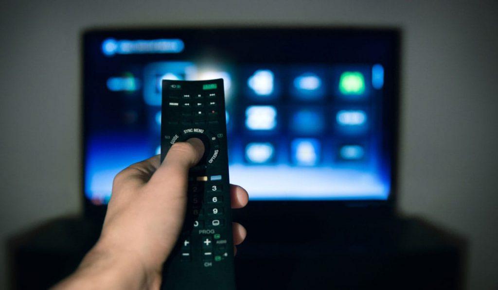 Фото на тему «Чому не можна дивитися телевізор, коли помирає людина?»