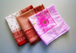 Фото на тему «Почему нельзя дарить носовые платки?»