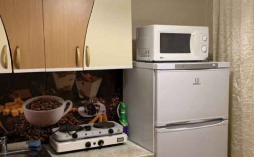 Фото на тему «Почему нельзя ставить микроволновку на холодильник?»