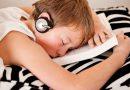 Почему нельзя спать в наушниках?